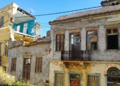 «Ο αρχιτεκτονικός πλούτος της πόλης του Ερμή αφήνεται στο έλεος της φθοράς του χρόνου»