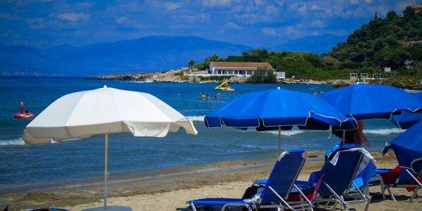 Κάτοικος νησιού προσέφυγε στο ΣτΕ για να ακυρωθεί η απόφαση απαγόρευσης κολύμβησης