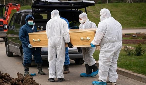 Κορονοϊός: Η κηδεία του 13χρονου Ισμαήλ στη Βρετανία – Πέθανε μόνος, θάφτηκε μόνος
