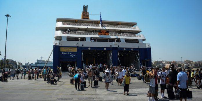 """""""Μάχη"""" για ένα εισιτήριο στα πλοία, δυσκολίες στην εξυπηρέτηση – Μονόδρομος η αύξηση της μεταφορικής ικανότητας"""