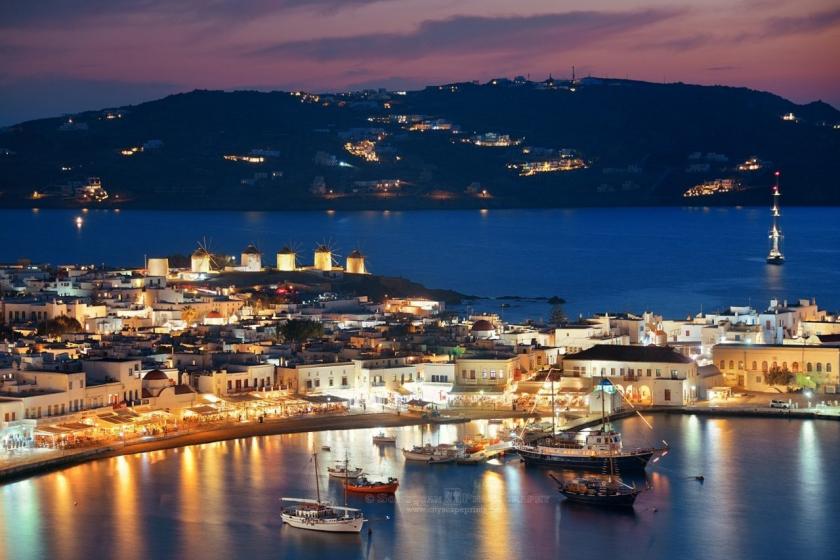 Εκτός καραντίνας όλα τα ελληνικά νησιά για τους Βρετανούς πλην της Μυκόνου