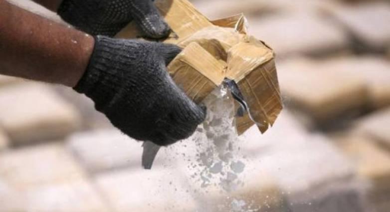 Σαντορίνη: Συλλήψεις και έφοδοι για εξάρθρωση καρτέλ που «έριχνε» κοκαΐνη στο νησί