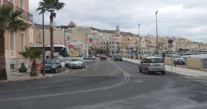 Ερμούπολη: Τροχαίο στην παραλιακή οδό – Τραυματίστηκε 17χρονος