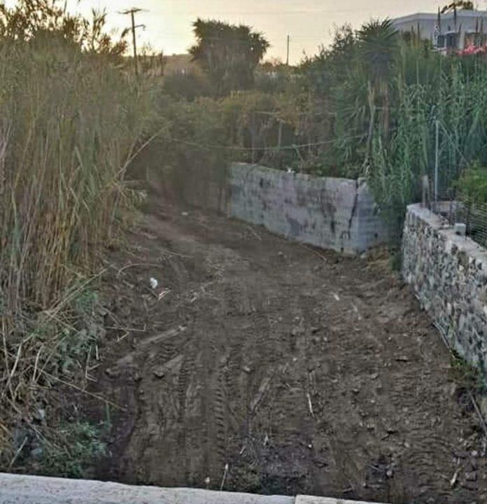 Σύρος: Σε εξέλιξη ο καθαρισμός των ρεμάτων για την αντιπλημμυρική «θωράκιση» του νησιού